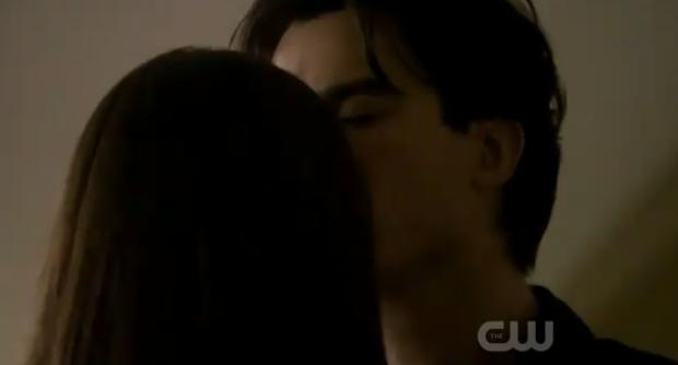 File:Damon elena kiss.jpg