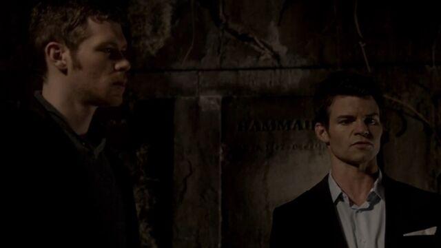 File:Klaus and Elijah TO 1x06.jpg
