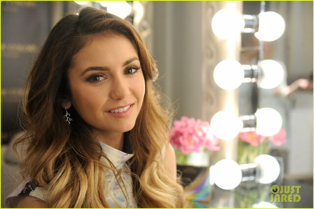 File:Nina-dobrev-air-optix-color-brand-launch-04.jpg