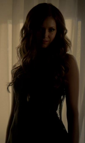 File:Stella-and-dot-trinity-pendant-and-the-vampire-diaries-gallery.png