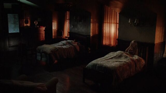 File:Elena and Caroline's Dorm Room TVD 5x01.jpg