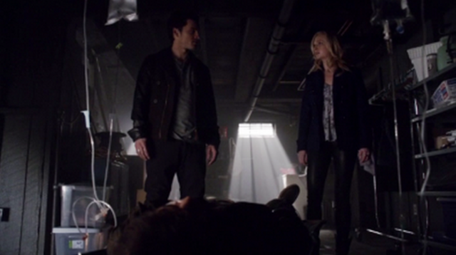 File:Enzo and Caroline finds Tom 5x17.png