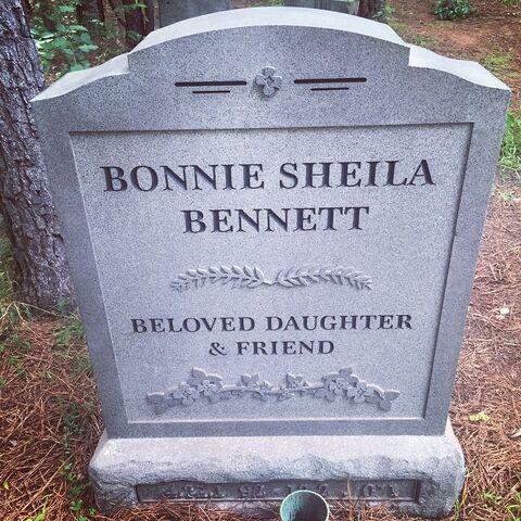 File:Grave-Bonnie.jpg