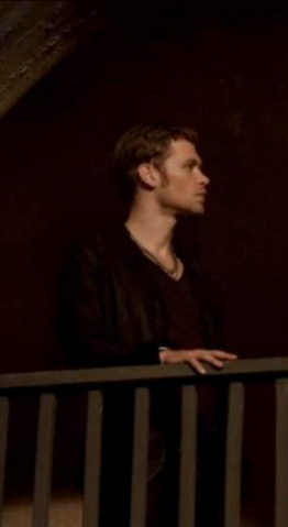 File:1x3 Klaus Mikaelson Tangled Up In Blue...png.png