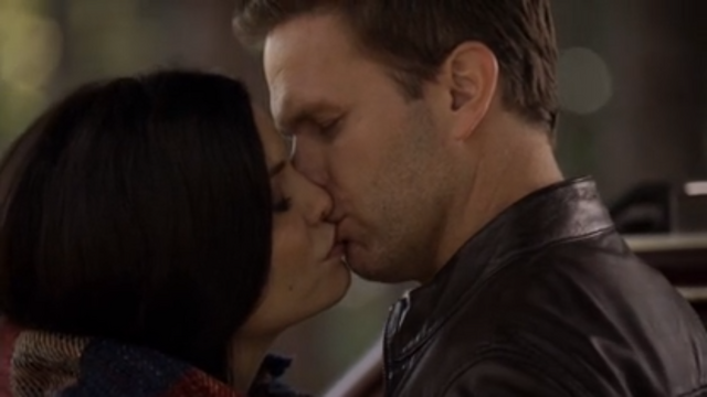 File:Ric-and-jo-kiss.png
