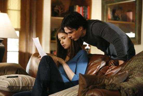 File:Vampire-diaries-season-2-by-the-light-of-the-moon-bts-photos-6.jpg
