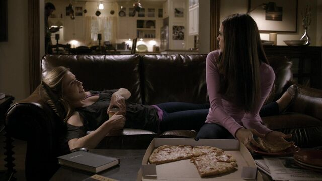 File:TVD2x07-Gilbert House 42.jpg
