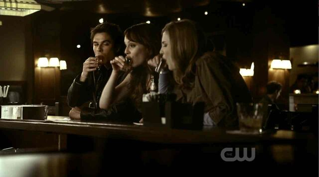 File:Damon-kelly-jenna-drinking-there-goes-the-neighborhood.jpg
