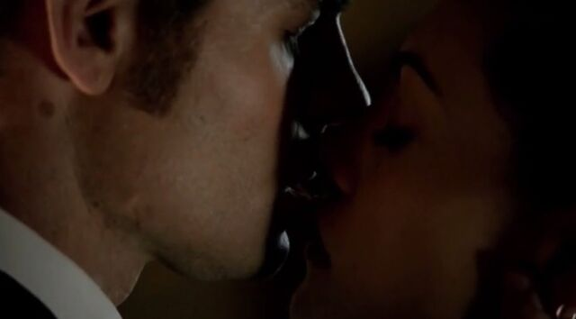 File:Haylijah kiss 1x20-3.jpg