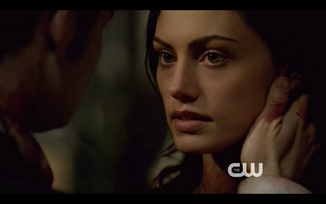 File:1x22-Hayley looks at Klaus.png