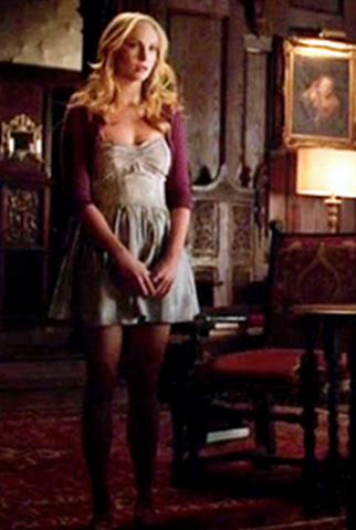 File:Caroline clothes 5x21.png