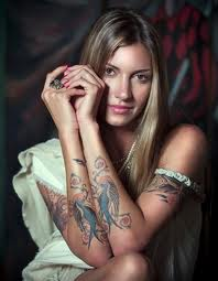 File:Dawn Olivieri-tattoo-has lots of them.jpg