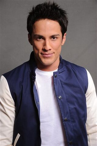 File:2011 Teen Choice Awards 17 Michael Trevino.jpg