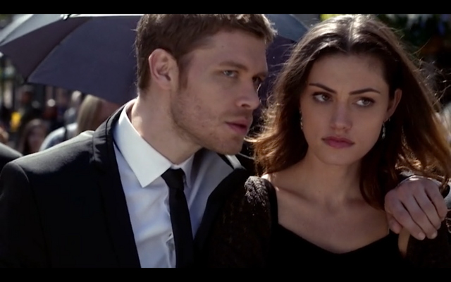 File:1x20-Klaus' arm around Hayley 3.png