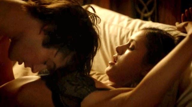File:Damon-elena-vampire-diaries-sexe-110541 XL.jpg