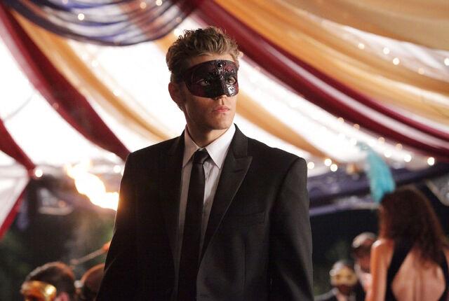 File:Vampire-diaries-season-2-masquerade (17).jpg