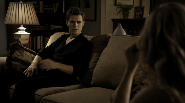 File:Stefan talking with Caroline 1x3.png