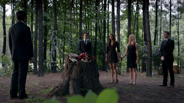 File:Bonnie's funeral.jpg