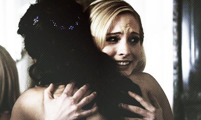 File:Elena and Caroline 1x19.jpg