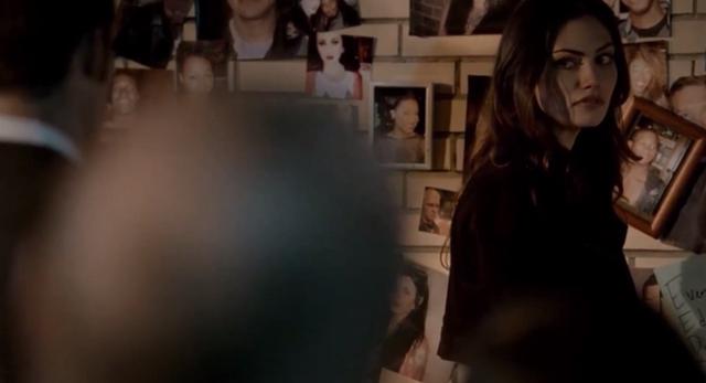 File:Hayley looking at Elijah 1x22.png