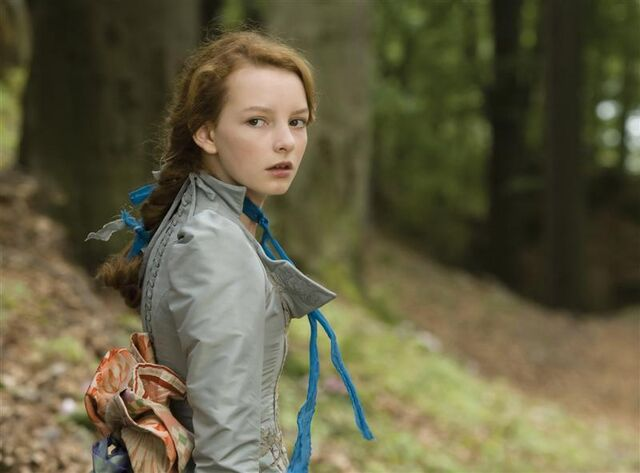 File:Dakota blue richards in moonacre 1558453719.jpg