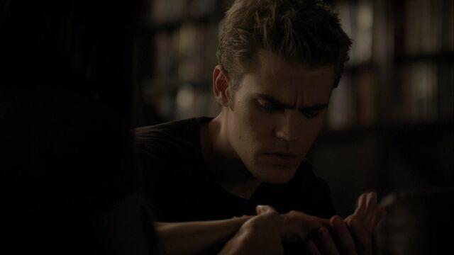 File:The Vampire Diaries S02E05 2800.jpg