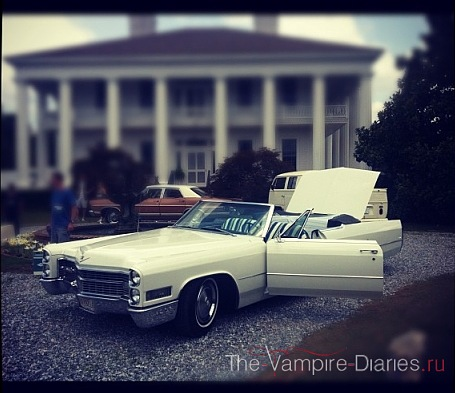 File:3x20-TVD-Do-Not-Go-Gentle-BTS-the-vampire-diaries-tv-show-29761984-455-393.jpg