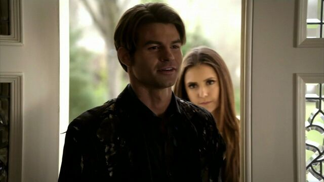 File:Elijah-and-Elena-in-2x19-Klaus-elijah-and-elena-21743254-1280-720.jpg