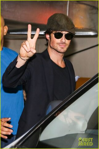 File:Ian-somerhalder-tells-his-brazilian-fans-to-stop-screaming-01.jpg