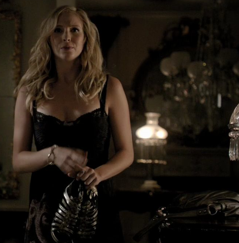 File:Caroline-forbes-and-the-vampire-diaries-gallery.png