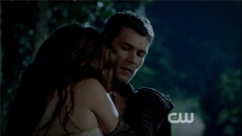 File:Klaus-and-hayley-1x04-ve-got 6iocf 2w23f3.jpg