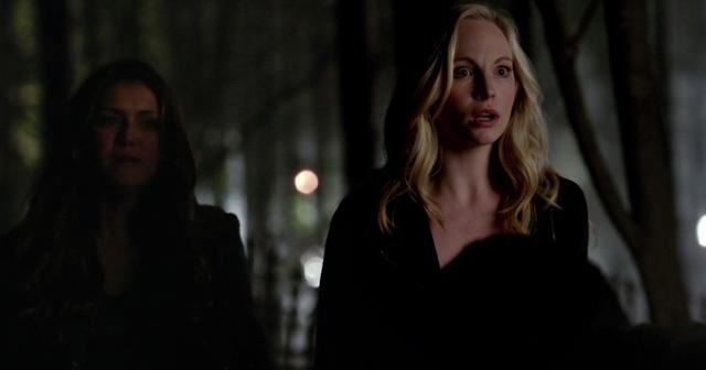 File:Elena and Caroline 5x22...png
