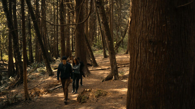 File:Last Time 1x11 Vanessa and Mohamad take Sam out to the woods.jpg