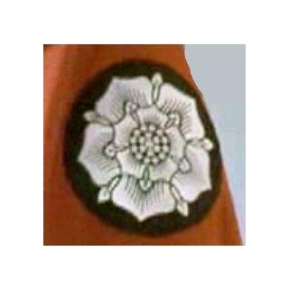 Белая Роза на плаще