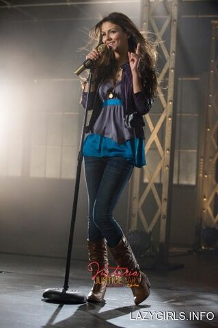 File:Victoria justice filming victorious season one opening credits 4nh1iyL.sized.jpg