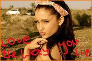 Ariana-Grande-Loves-Miley-Cyrus-Short-Haircut