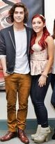 Avan Jogia Ariana Grande Victoria Justice 48HgiirIB2ql