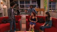 Victorious-2x01-Beggin-On-Your-Knees-ariana-grande