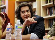 Victorious-cast-dc-signing-08
