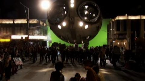 Watchmen (2009) - Behind the scenes Owl ship at riot