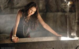 Elena-Katherine-Wallpaper-katherine-pierce-and-elena-gilbert-28041930-1280-800