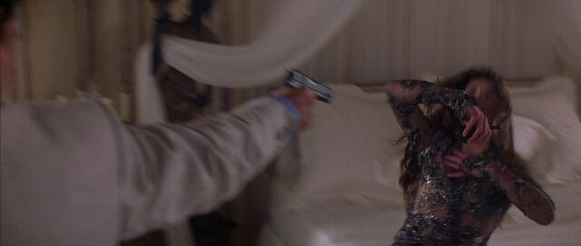 File:Bond shoots Elektra.jpg