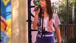 Violetta sings in Resto Band