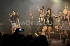1422834370-lodovica-comello-world-tour-2015 6796712