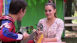 Leon sings to Lara