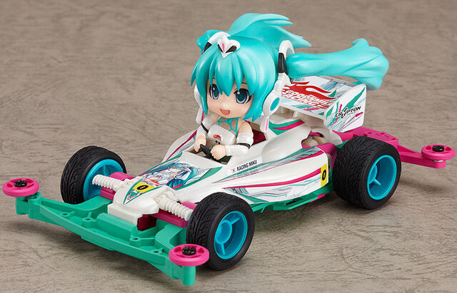 File:Petit racing miku 2012 ver. and mini 4WD.jpg