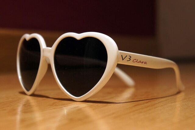 File:Clara's sunglasses.jpg