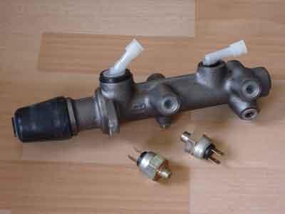File:Dual-circuit-master-cylinder.jpg
