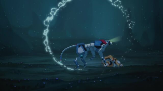 File:Blue Lion Move in Under the Water.jpg