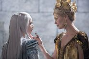 The-Huntsman-and-the-Ice-Queen-2